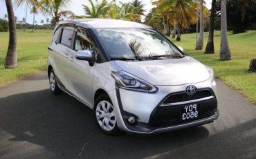 Toyota Sienta 9503 (Hybrid)